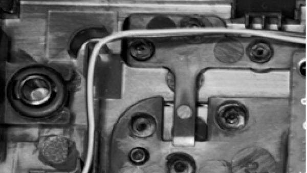 深度金属表面缺陷检测:新的基准和检测网络